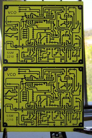 Inspection en contre-jour pour déceler d'éventuelles micro-coupures. Vérifier particulièrement les 3 longues pistes entre les TL074.