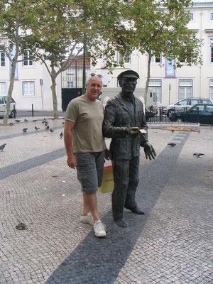 Statue d'un receveur de l'electrico (le tramway lisboète)