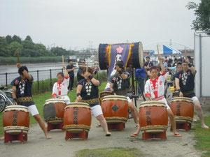 今度は団体として一番最初に演奏した!江戸桜太鼓!