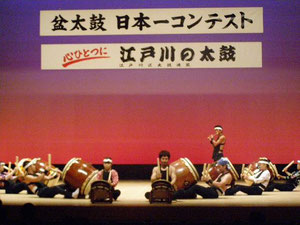 葛飾太鼓連盟から雅轟太鼓さん 秩父屋台囃子!こちらも太鼓の名曲です。嬉しくなります。