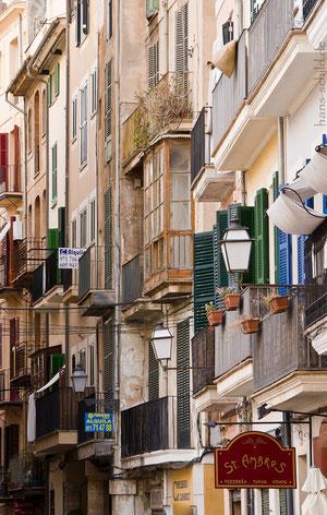 Die Fassaden in Palma sind vielfältig.