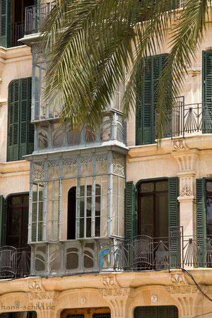 Auf der Rambla sind wunderschöne Fassaden zu bestaunen
