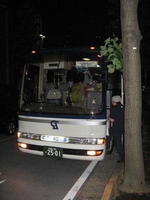 出発前のバス