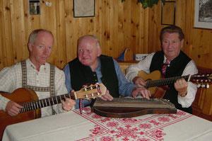 Mit der Gitarre im Bloacherbach Trio
