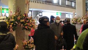 ロビーにはお花や着物や帯なども多数展示されていてとても賑やかでした。