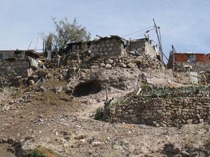 """Eine der typischen Hütten , wo Arme und besonders auch Alte """"wohnen"""""""