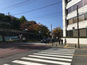 交差点(三叉路・区役所南側)を右折します