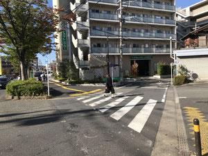 トヨタレンタリース神奈川さんが見える道路を少し進むと