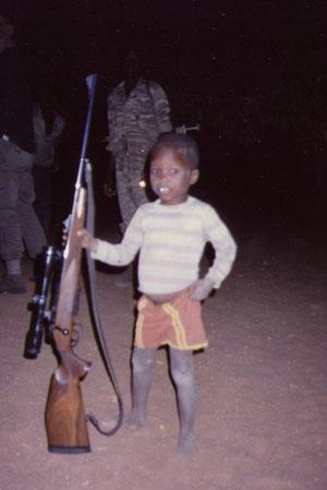 Umngane omncane, isibhamu esikhulu.....Piccolo bambino, grande fucile.