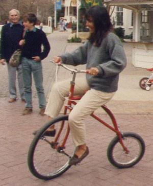 Strani veicoli a Gold reef city....Siccome mi hanno sempre attratto le cose fuori dal comune, finii per sposare la strana creatura appollaiata sul velocipede...