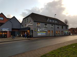 Carolinensiel bietet diverse Einkaufsmöglichkeiten - zu Fuß vom Ferienhaus Nordseeufer erreichbar
