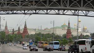 mit dr Kamera ofm Lenker bin i wia dr Google Waga dr Moskwa entlang gfahra