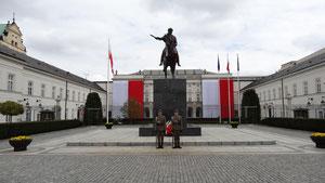 Wache vor dem Präsidenten- Palast