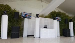 dj para fiestas equipo PREMIERE durante una boda
