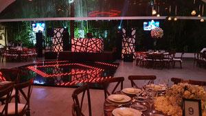 montaje dj para fiestas equipo GRAND iluminado en rojo