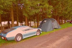 Camping-Idylle am Rade des Rings. Hier spielte das Wetter mit.