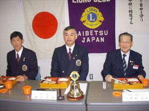 まずは美味しいお弁当をいただきました。中央がL.堀家会長、左がL.緑川幹事です。