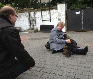 André en Erna van Veen met de pups