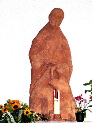 Terrakottafigur des hl. Josef mit Kind (1987) von Carlo Hren