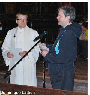 Pfarrer Hans-Jürgen Dehne und Rainer Hämmerling bei der Plakettenübergabe