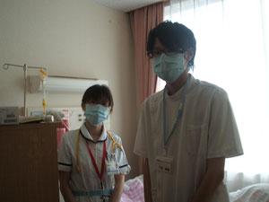 病院にて職員の方々との交流。