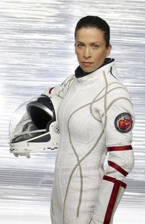 Jen Crane ( Christina Cox )
