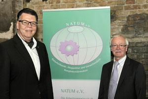 li: 1. Vorsitzender des Berufsverbandes der Frauenärzte,       Dr. med. Albing, re: der 1. Vorsitzender der NATUM, Dr. med.Ost