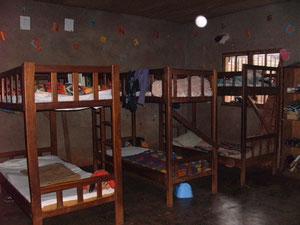 Hochbetten: Schlafsaal im Internatsteil