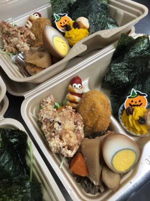 ミーラパイとかぼちゃのモンブランがついた日替わりのお弁当の写真です。