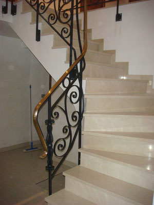 Main courante et garde-corps d'escalier en ferronerie