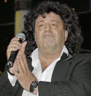 Растолстевший Иво Бобул:певец или певчиха?