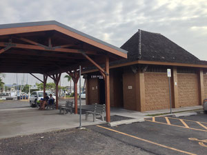 北トイレ前集合場所。必ず黒い屋根かお確かめください。赤い屋根は違う場所です。