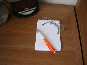 Notizblock und Stift der Delmenhorster Schriftstellerin Katy Buchholz