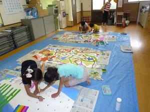 パネルアートに取り組む子どもたち