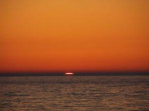 Słońce udaje się na nocleg. Ustka.