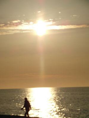 Magiczne spojrzenia w stronę zachodzącego słońca.