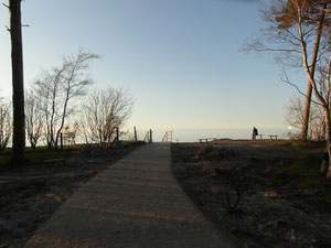 Kraniec sciezki prowadzącej nad morze w Ustce.