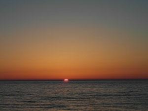 Widok zachodu słońca z plaży. Ustka.