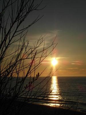 Barwy towarzyszące zachodowi słońca nad morzem są nie do opisania!