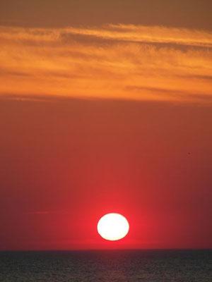 Czerwone niebo w trakcie zachodu słońca w Ustce.