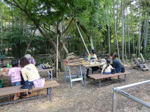 ▲緑に囲まれての木工教室
