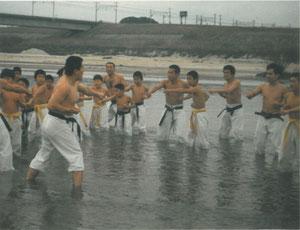 氷点下の川の中での基本練習