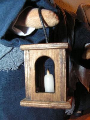 Laterne aus Holz mit echter Kerze für Schwarzenberger Krippenfigur