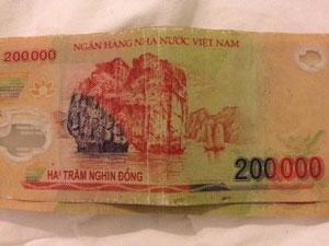 これが200000ドン札。