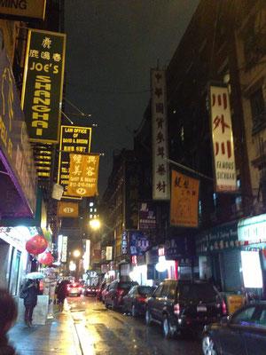写真はJoe's Shanghaiです。この店の隣にGingerがあります。