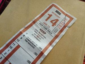 バスのチケット。