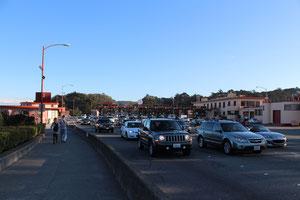 橋の手前にある通行所