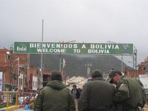 むこうがボリビア