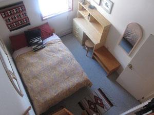 部屋はこんな感じでロフトも付いてます。