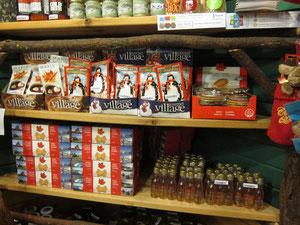 カナダらしいメープルシロップ等が並びます。